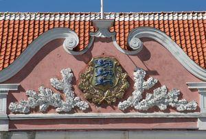 Tallinn-Estonian-Arms-on-Parliament