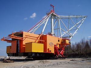 Dragline_excavator_in_the_Baltic_Oil_Shale_Basin