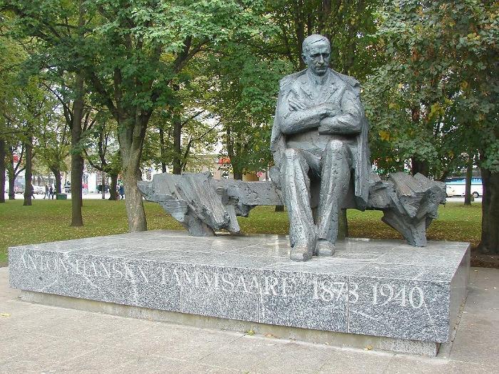 Tammsaare-monument-in-Tallinn